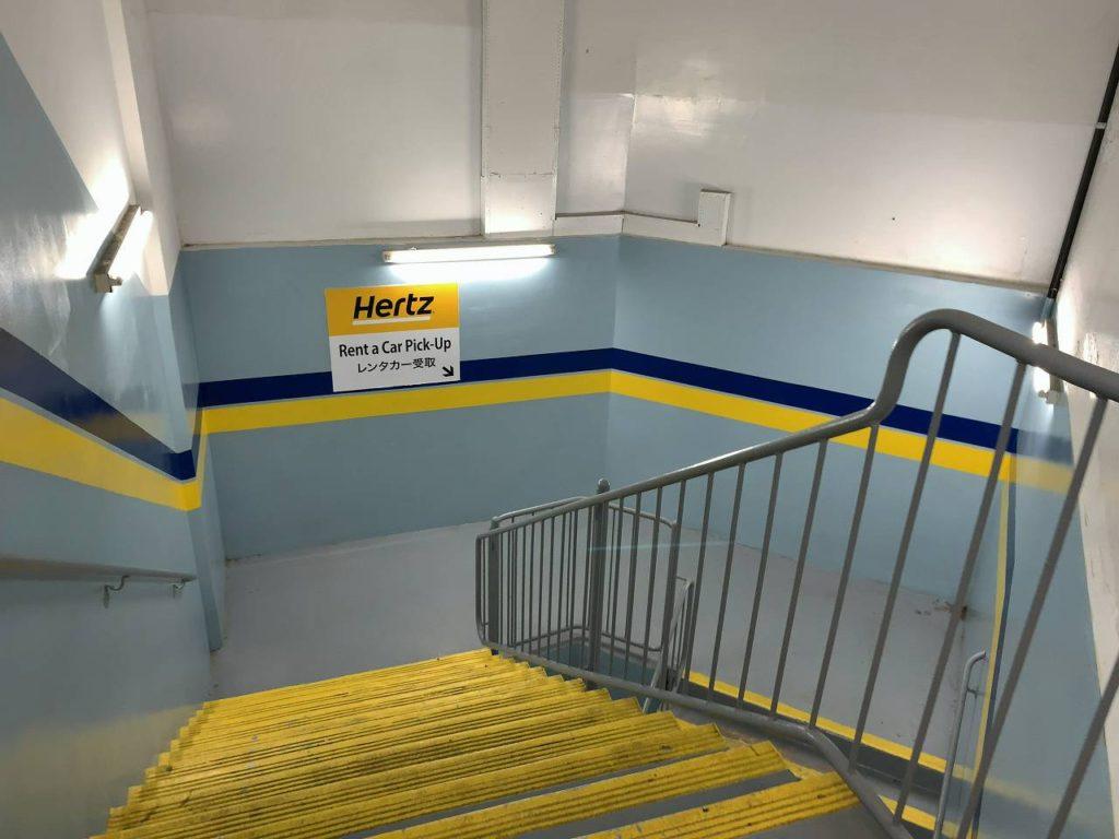 ハイアットレンタカー駐車場階段