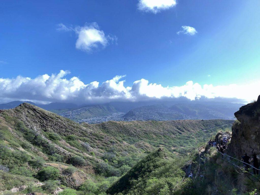 ダイヤモンドヘッド登山道からの風景