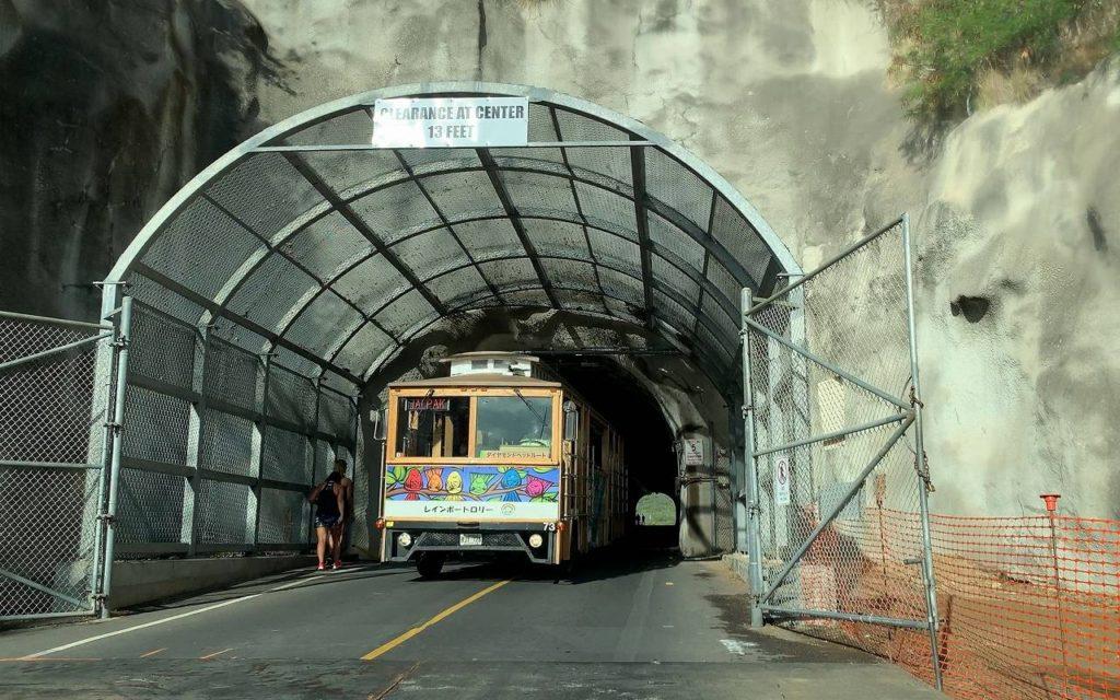 ダイヤモンドヘッドトンネルの幅